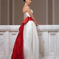 Murakami: одно из любимейших платьев коллекции: женственный силуэт,  стильная форма юбки, широкий пояс  с необычным шлейфом, утонченная линия корсета. Это платье лучше один раз примерить, и Вы поймете, чем оно уникально! Цвет пояса можно подобрать исходя