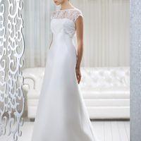 Adelaid: элегантное платье А-силуэта. Кто-то назовет его классическим? Но это лишь половина правды: в этой модели собраны элементы свадебного стиля современности – лаконичное и  романтичное платье, которое оставляет простор для проявления индивидуальности