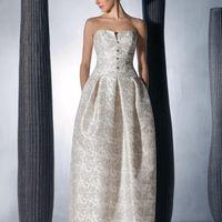Tiffany: одно из любимых платьев коллекции. Королевское кружево в сочетании с современнейшей формой платья. Ткань: сатин-микадо, расшитое кружево Цвет платья: молочный Идея: элегантная шляпка с вуалью, выполненная в аналогичном кружеве станет шикарным