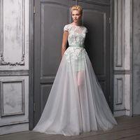 Jamaika Удивительно легкое и невероятно стильное платье! Этот нетривиальный образ наверняка понравится тем невестам, кто  ищет романтичное, но современное платье. Ткани и материалы: кружево, фатин, атлас Цвет платья: кремовый, персиковый, розовый, голубой
