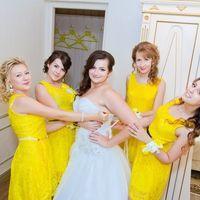 Невеста и её подружки в желтом кружеве