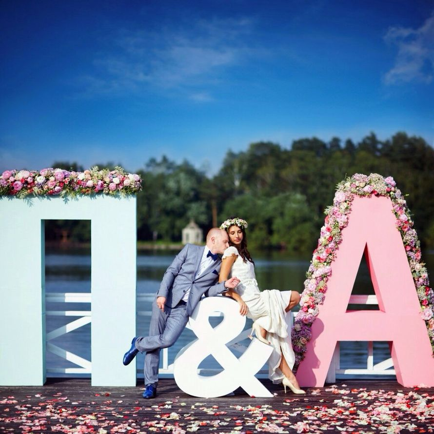 Фото с объемными буквами на свадьбах