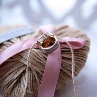 Подушечка-сердце для колец из ниток в стиле рустик