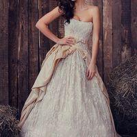 Дизайнерское свадебное платье в наличии и на заказ. Размер 42-44-46, рост 150 - 160 см Старая цена 84 000 руб. Цена со скидкой 45 000 руб. Свадебное платье на корсете, достойное королевы! Всё кружево расшито, блестит, играет и переливается на свету! Повер