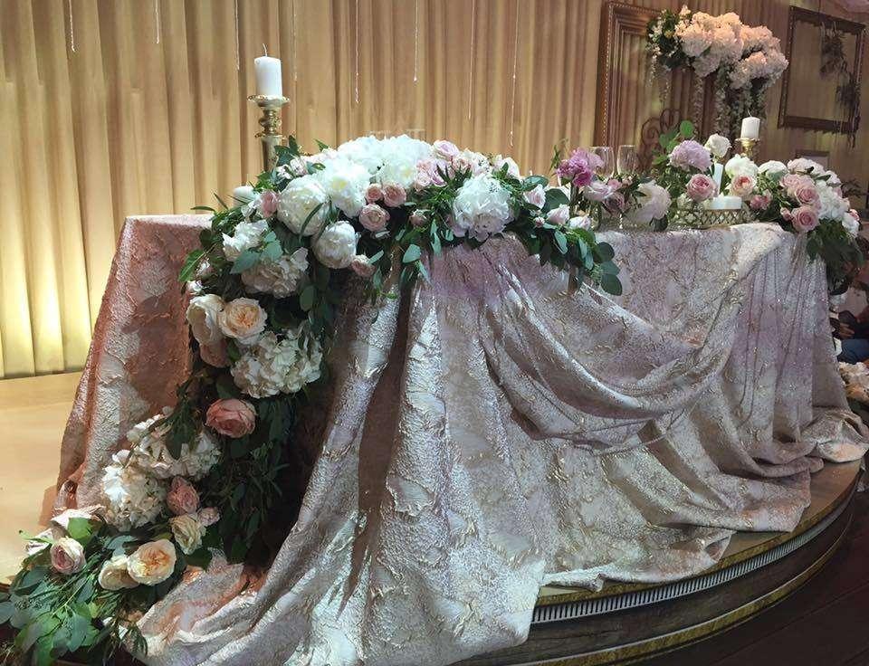 """Президиум молодоженов. Каскадные композиции. Оформление зала на свадьбу. Цветовая гама белый, нежно розовый, золото, бежевый. Аренда скатертей. Мастерская декора и флористики """"Mi Amor"""" - фото 11438354 Мастерская декора и флористики """"Mi Amor"""""""