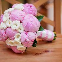 Букет из эустом и розовых пионов