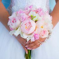 Нежный букет из розовых пионов