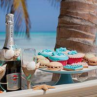 шампанское, сладкий стол, бокалы