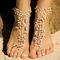 """Украшения в индийском стиле на ступни невесты - браслеты """"пайял"""" из маленьких жемчужных бусин на проволочной основе."""