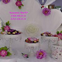На свадьбе Романа и Роксаны мы декорировали сладкий стол цветами в тон их свадьбы.