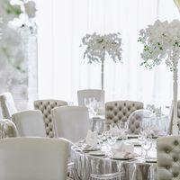 Композиция на стол из орхидей