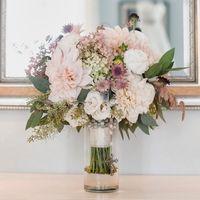 Букет невесты из гвоздик, роз и астр в стиле Шебби Шик