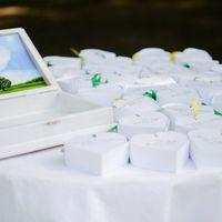 Бонбоньерки (коробочки с сюрпризом для гостей) и шкатулка для конвертов.