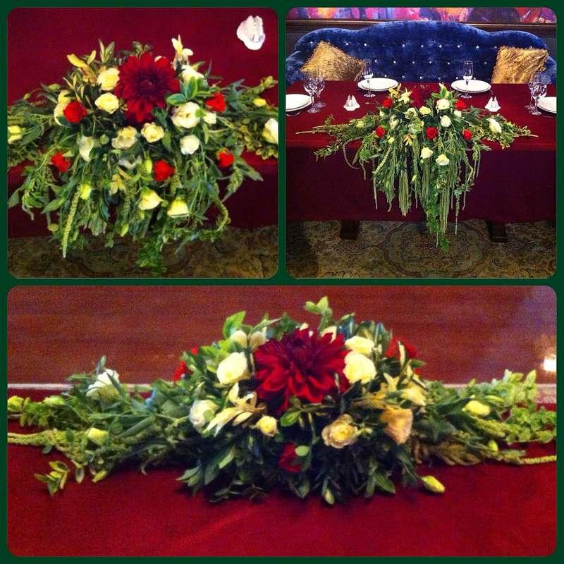 """Композиция для декора стола из красной герберы, белых лизиантусов и фрезии, красных роз, амаранта и зелени.  - фото 2631821 Магазин """"Цветочная лавка"""""""