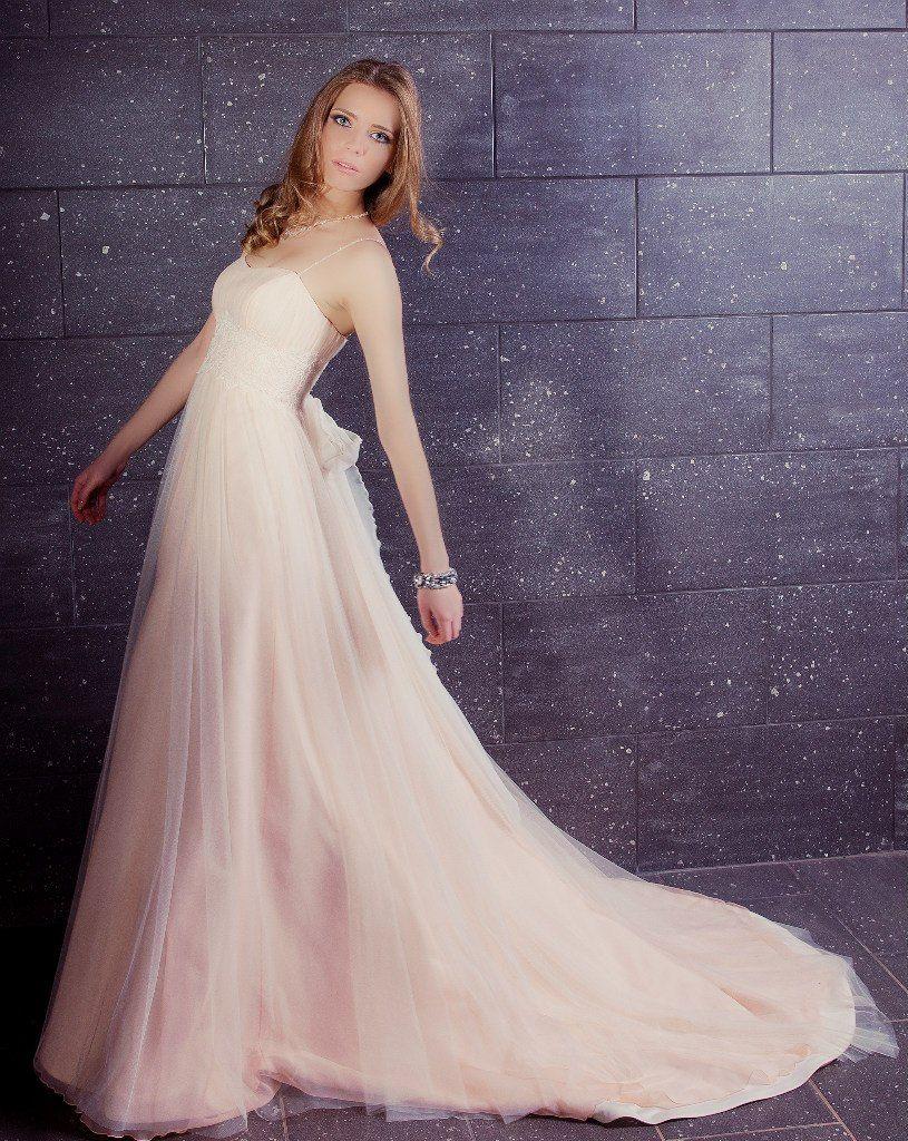 Невеста в светло-розовом платье А-силуэта со шлейфом и закрытым корсетом  - фото 2864769 Свадебный салон Wedding Passion