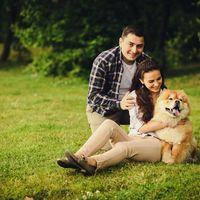 позитивный портрет пары с собакой
