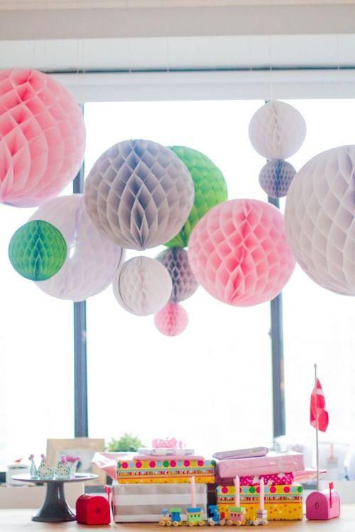 Как сделать шары соты из бумаги своими руками для украшения зала 44