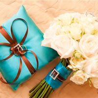 Букет и подушечка для колец с коричнево-голубым декором