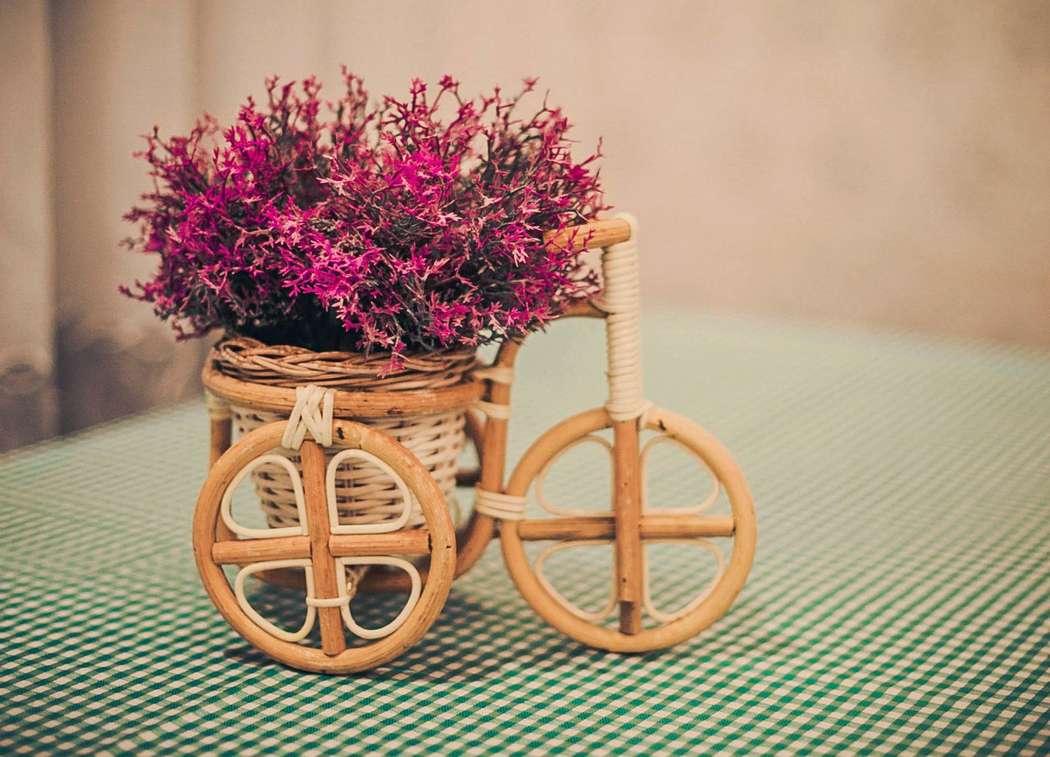 """Декоративный  плетённый велосипед-кашпо с розовыми цветами - фото 2447485 Студия свадебного декора """"Антураж"""""""