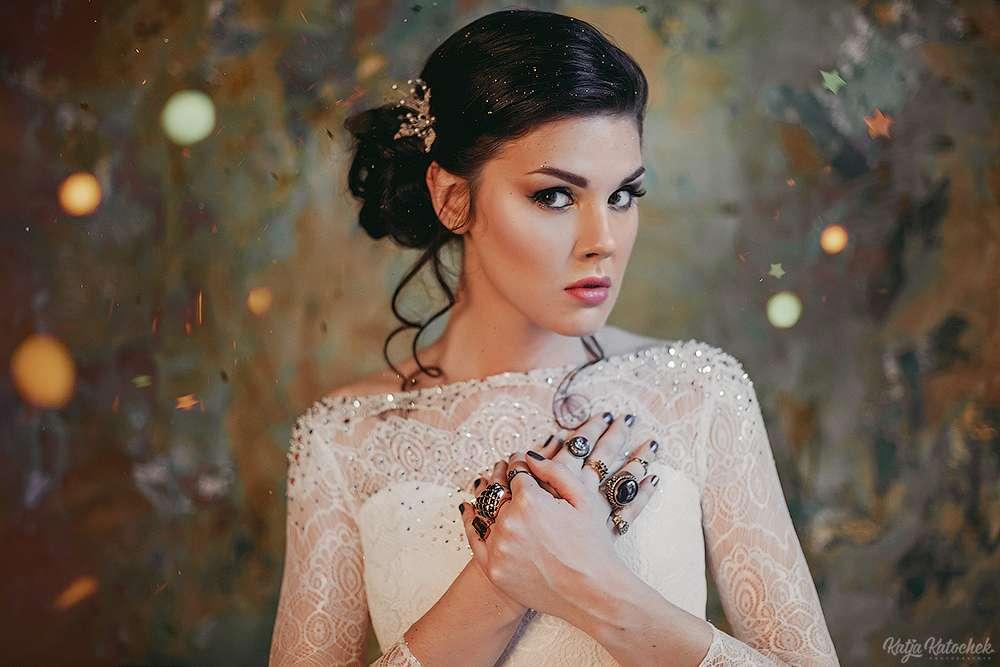 невеста, низкий пучок, украшения ручной работы, золото, богемный стиль - фото 4787511 Стилист-визажист Катрина Петренко