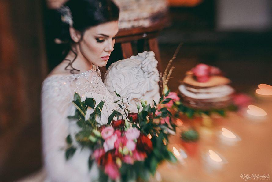 невеста, низкий пучок, украшения ручной работы, золото, богемный стиль - фото 4787513 Стилист-визажист Катрина Петренко
