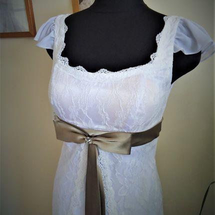 Платье с кофейной лентой