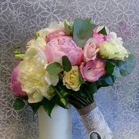 Любимые пионы, аромат и нежность в свадебном букете