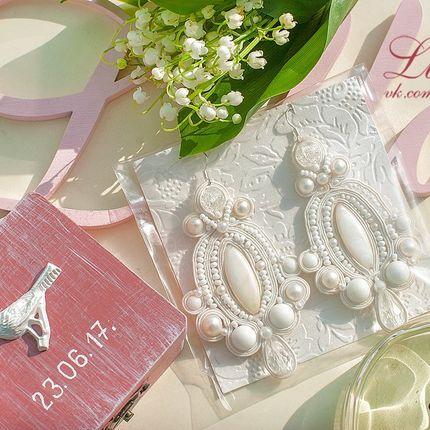 Крупные свадебные серьги из сутажа и перламутра