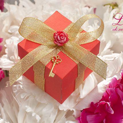 Бонбоньерки для подарков гостям из красного картона