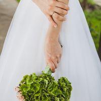 Букет невесты из зеленых гортензий и розовых роз