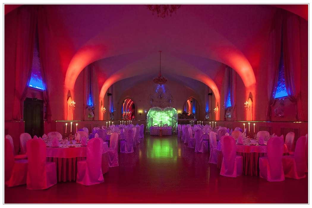 """зал в красной заливке - фото 3798431 Банкетный ресторан """"KlassiK"""" в Петергофе"""