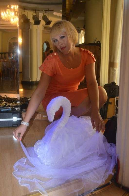 """Лебеди на свадьбу. Лебеди из ткани, живых и искусственных цветов. Мы изготовим для Вас любых лебедей. И мы умеем это лучше всех! - фото 2784265 Студия свадебного декора """"Счастье"""""""