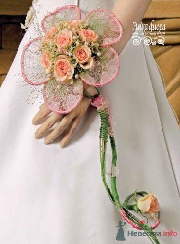 Букет невесты из роз в виде браслета на руку. - фото 340 moonwoman