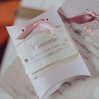 бонбоньерка для гостей можно использовать в качестве рассадочной карточки, прикрепив тэг с именем гостя