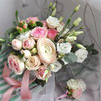 кустовая садовая роза одноголовая роза ранункулюс лизиантус гиперикум эвкалипт вероника 4500