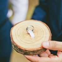 Деревянная подставка под кольца для рустикальной свадьбы