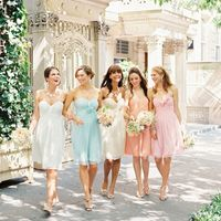 Подружки невесты в нежных платьях