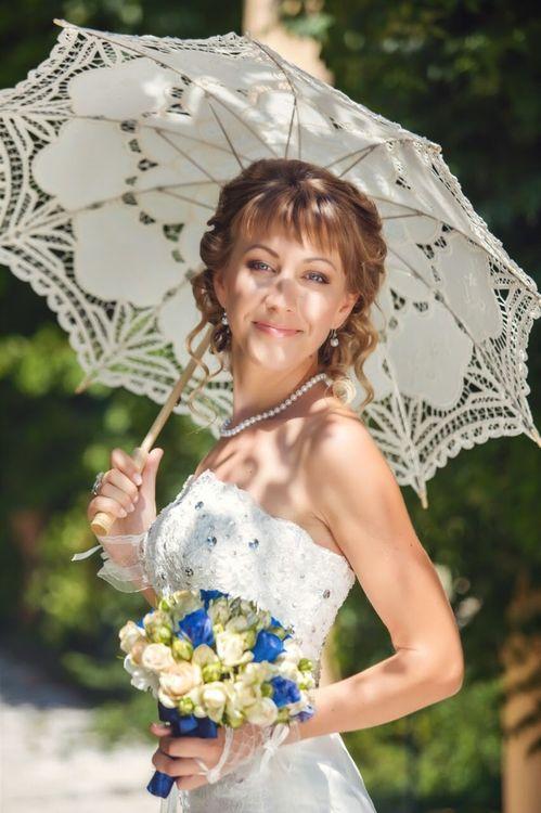 Свадебная прическа на очень длинные волосы и свадебный макияж