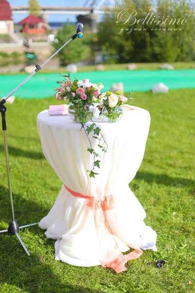 Столик для регистрации оформлен легкой нежной вуалью и цветочной композицией - фото 2443767 Студия оформления торжеств Bellissimo