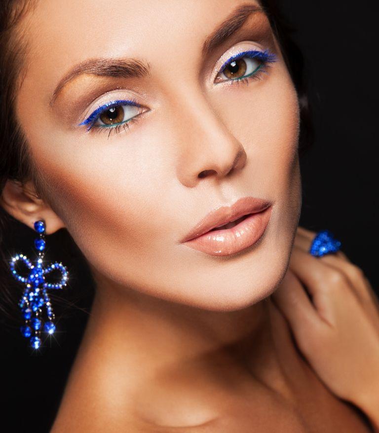 Невеста с синим макияжем