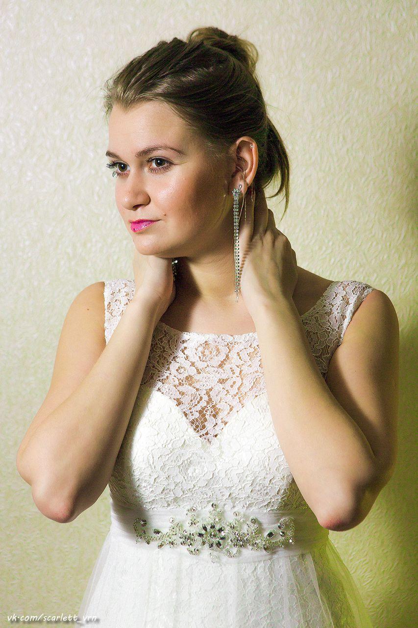 """Цвет: айвори.  Кружевное платье, внизу кружево расшито вручную, недлинный шлейф, украшено аппликацией. - фото 2483807 Свадебный салон """"AnnaBelle"""""""