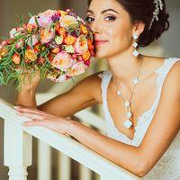 Портрет невесты с букетом.