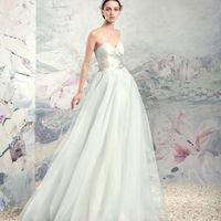 """1648L «Нарочь» коллекция Papilio 2016  """"Swan Princess""""  Платье из шелковой тафты с пышной юбкой из тюля. Оригинальность модели подчеркивает светло-голубой подклад, придавая платью необыкновенно красивый светло-голубой оттенок."""