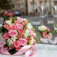 Оформление бокалов, букет невесты в розовых тонах