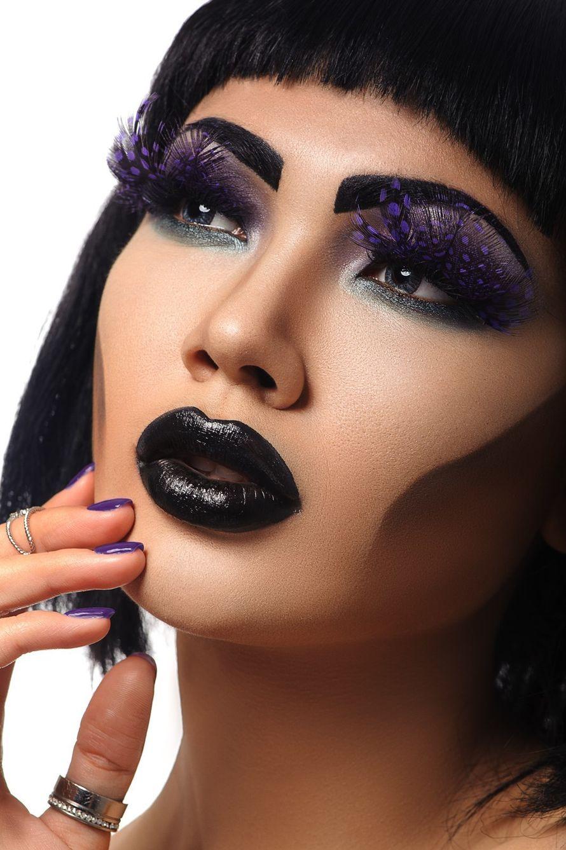 Тематический образ невесты выражен в креативном макияже в черном и сиреневом тонах, прическа в виде стрижки каре - фото 3560633 Стилист Афанасенко Юлия