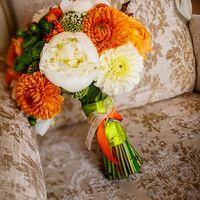 Флорист Ирина Морозова. Букет невесты из белых пионов и оранжевых астр
