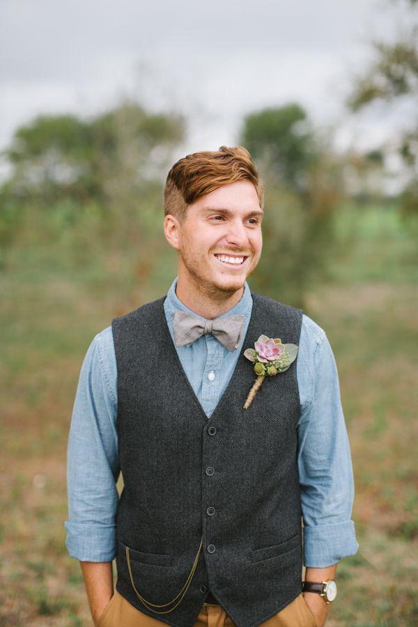 Образ жениха для свадьбы в стиле бохо: коричневые брюки, чёрный жилет, голубая рубашка с серым галстуком-бабочкой - фото 2575985 Маша Серветник