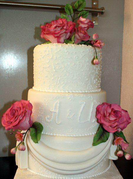 """Свадебный торт с красивыми цветами - фото 2575757 Кулинарная мастерская """"Мисс Бисквит"""""""