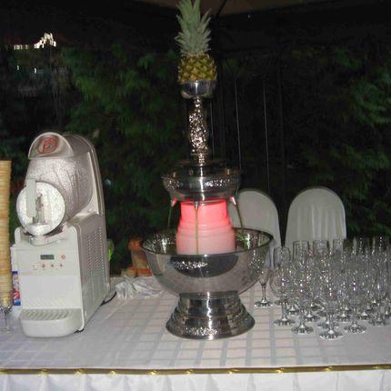 Фонтан для напитков или шампанского