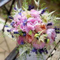 Пионы, французская роза, гортензия, астры, астильба и мускарии в букете невесты в розово-голубых тонах..и много аромата!